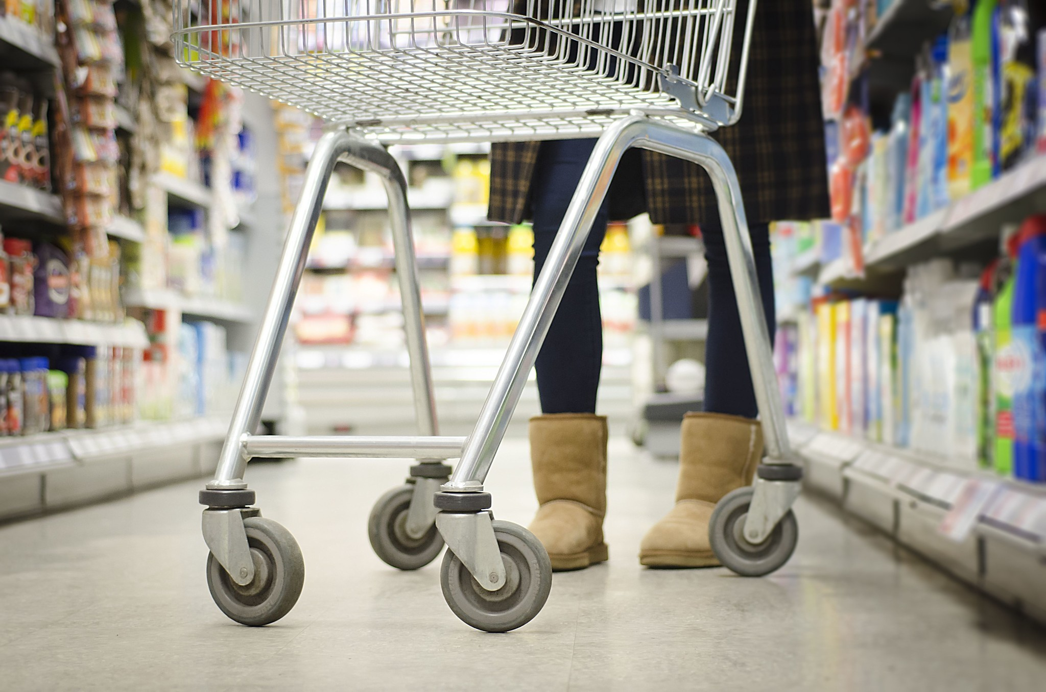 Grocery shopping might be less painful with this smart cart