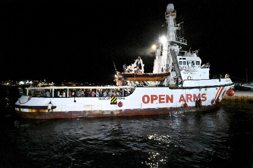 More migrants jump from rescue ship off Italian island