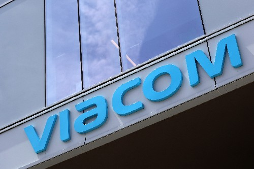 Viacom stages U.S. ad rebound as CBS talks continue