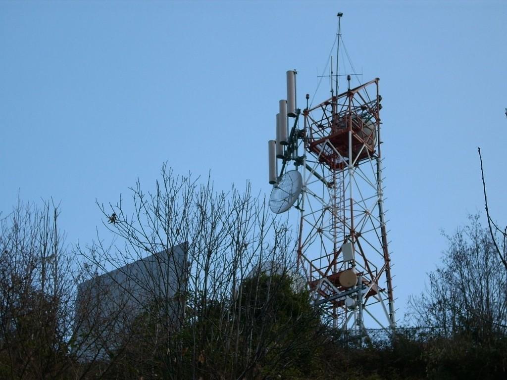 Neomelodici e digitale terrestre: come la camorra ha occupato le tv napoletane