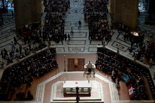 Crowds gather in Florence for farewell to Franco Zeffirelli