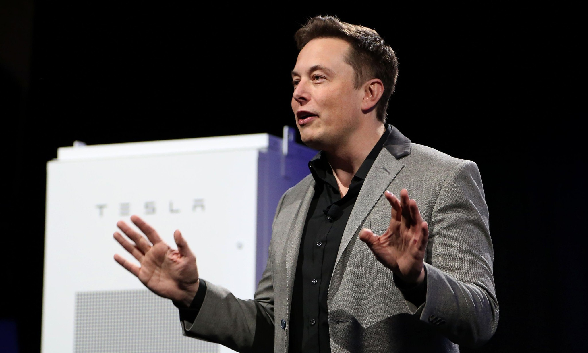 Elon Musk leads Tesla effort to build house roofs entirely out of solar panels