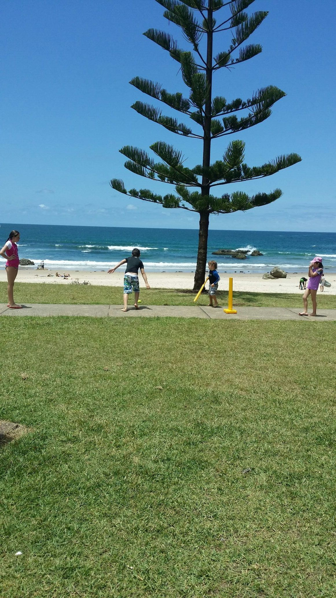 Had a lovely day down the beach playing cricket..having a bbq n a surf with the kids..what a awesome place 2 grow up :)