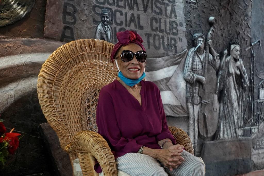 """""""Sana, sabrosa y cubana"""", Omara Portuondo, diva del Buena Vista Social Club, celebra sus 90 años"""
