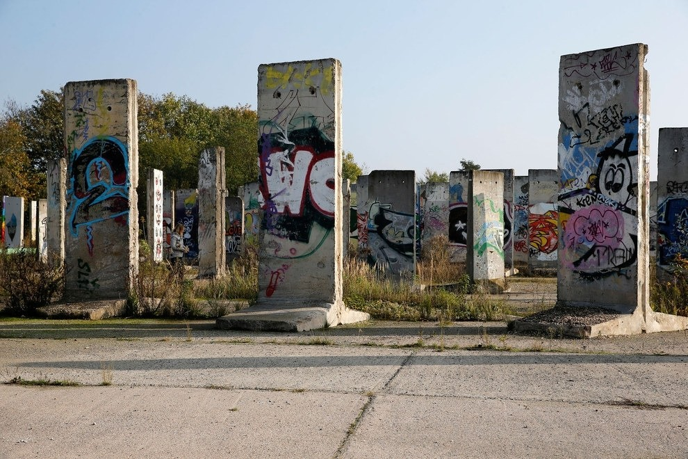 30 Pieces Of The Berlin Wall Spread Out All Over The World