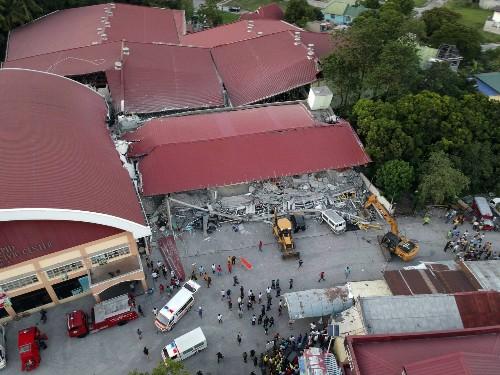 Philippine quake knocks over building; at least 3 dead