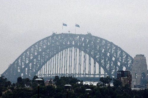 Fog blankets Sydney, causes flight delays