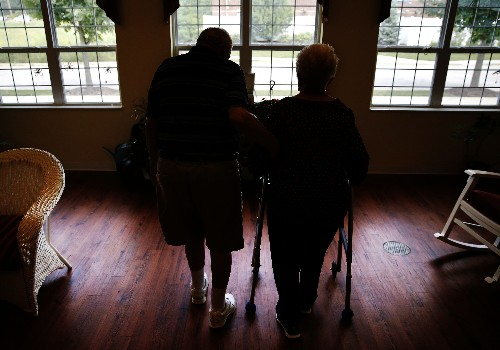 Study suggests more older women may benefit from bone drugs