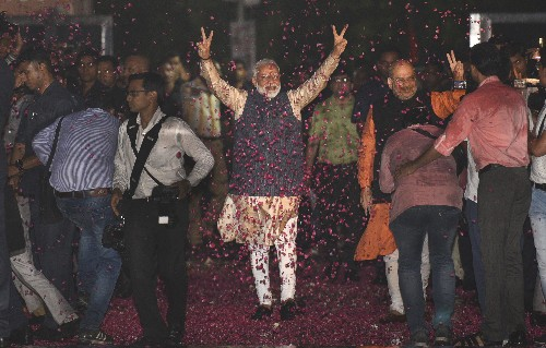 Indian Prime Minister meets party leaders after election win