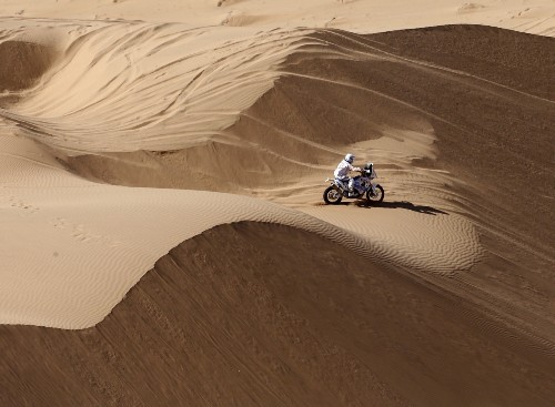Dakar Rally Hits the Sand: Pictures