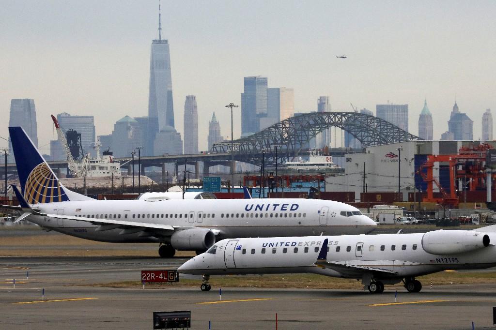 United Airlines warns of lower bookings, furloughs: WSJ