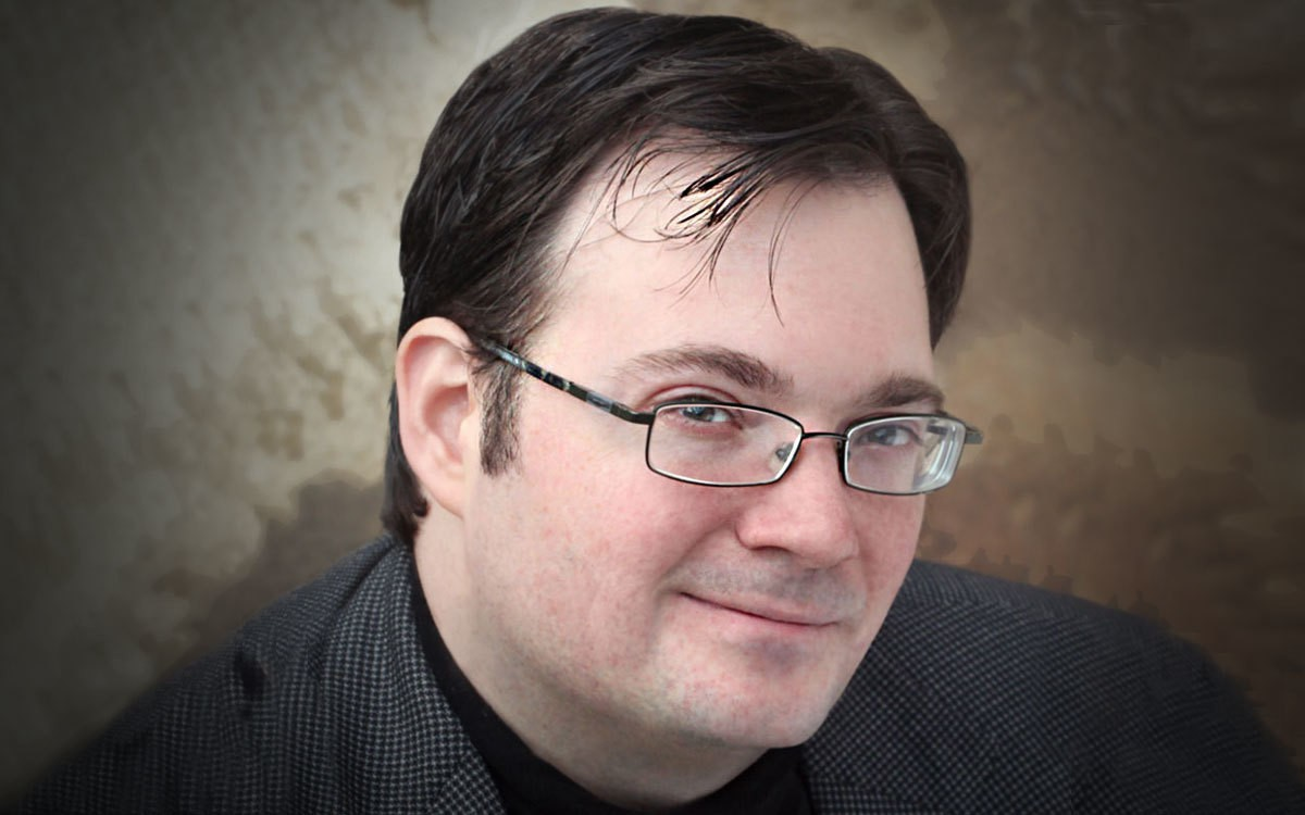 On the Red Couch with Fantasy Novelist Brandon Sanderson