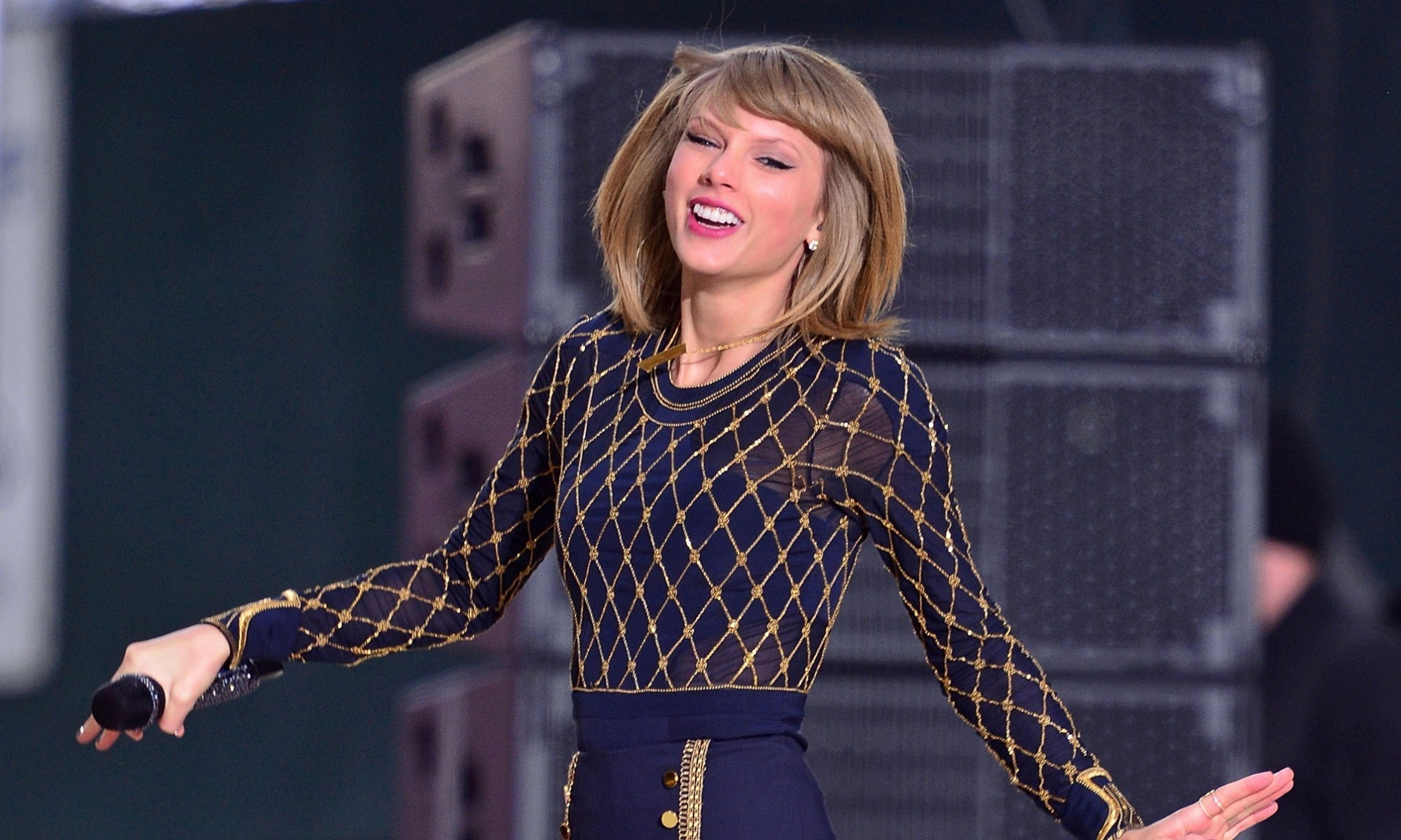 Taylor Swift v Spotify: back catalogue removed from streaming services