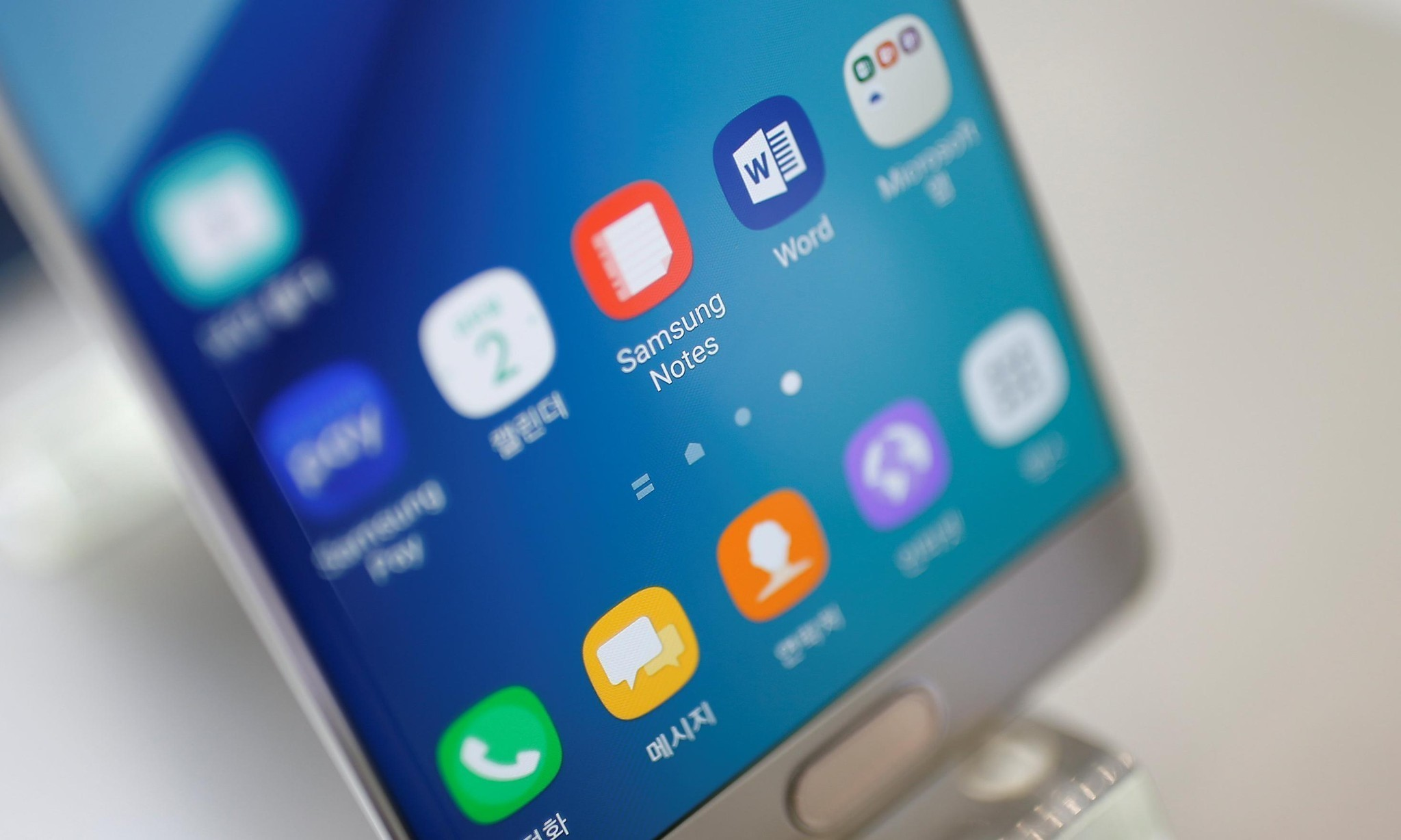 Samsung to recall Galaxy Note 7 after reports of smartphones catching fire