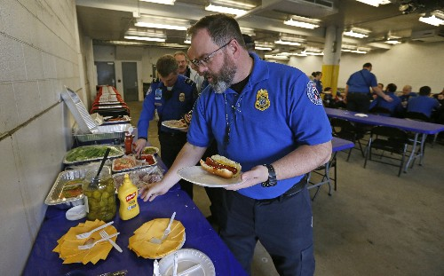 Outpouring of generosity for TSA workers, others without pay