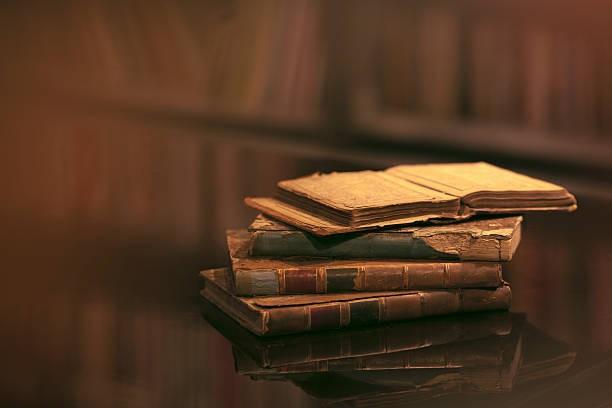 """""""Los libros se respetan usándolos, no dejándolos en paz."""" Umberto Eco"""