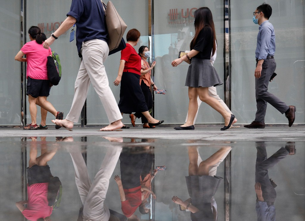 Singapore sees local jobless rate peaking this year