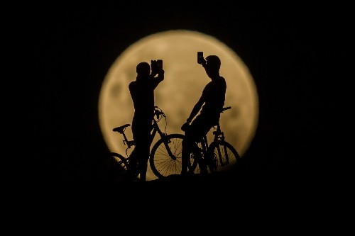 Rare Sight of Super Blue Blood Moon and Lunar Eclipse: Pictures