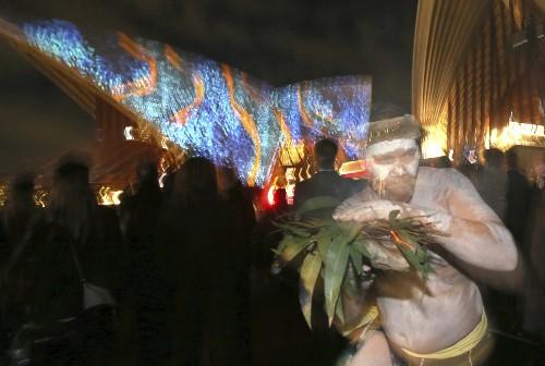 Light Show Illuminates Sydney Opera House: Pictures
