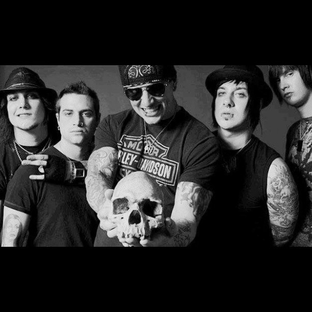 I love how Zacky, the Rev, and Johnny have on the seriest faces ever while Synyster is smoking like a sexy motherfucker and Matt is just over there in the middle like RAWR FACEEEE
