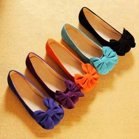 Para el gusto los colores, esto aplica para los zapatos. Oh vamos chicas! , Hay que admitir que tenemos cierta debilidad con los zapatos, Yo los prefiero cómodos y muy chic. Estos son perfectos :-)
