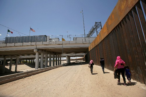 Trump renews criticism of Mexico over immigration