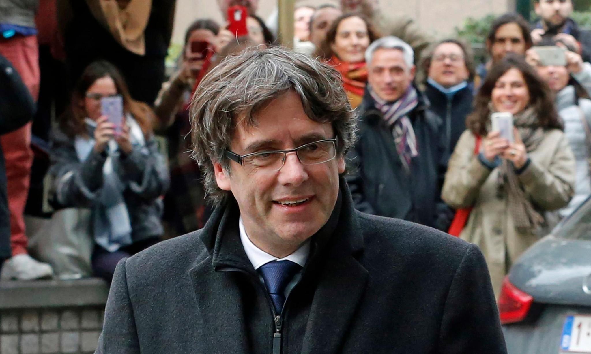 Carles Puigdemont 'turns himself in' to Belgian police