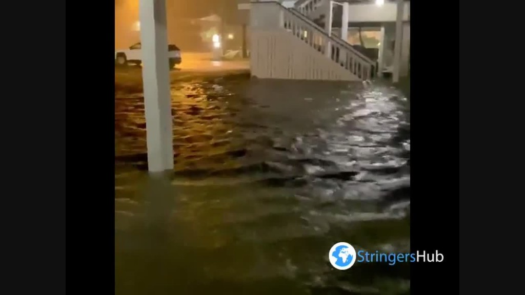 Hurricane Sally in Gulf Shores, Alabama: intense wind and severe flooding