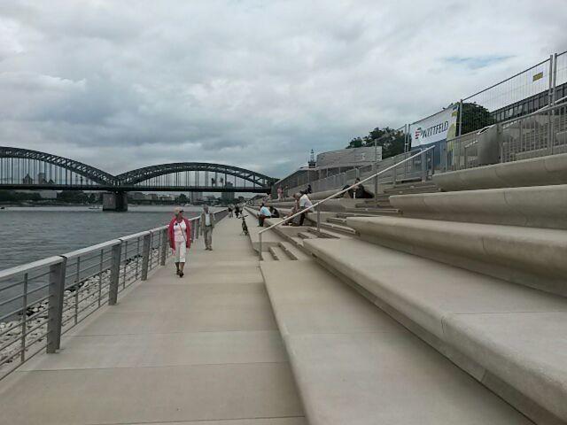 Endlich in Köln sozusagen die Brücke fertig