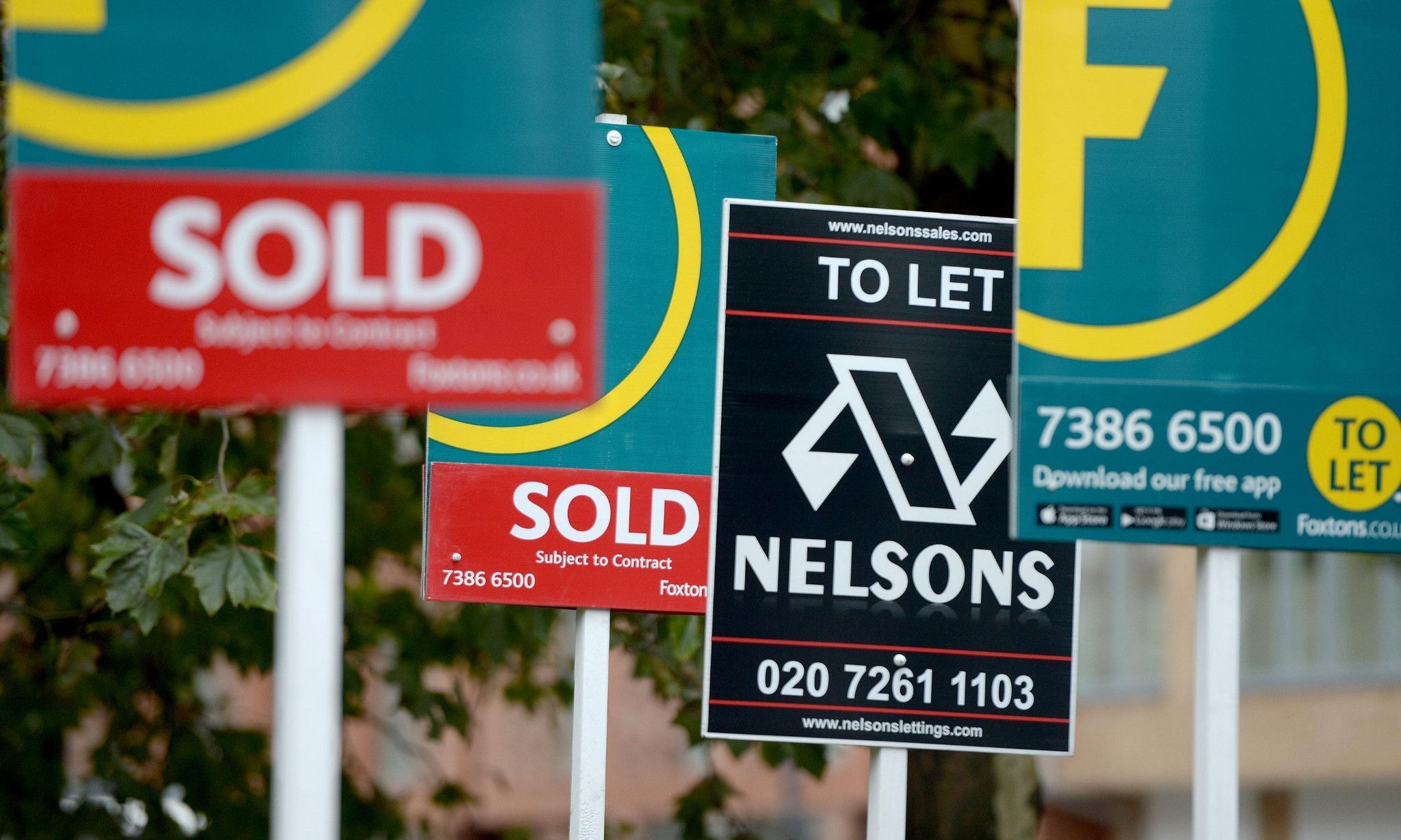 Huge leap in number of people cashing in and moving out of London in 2015