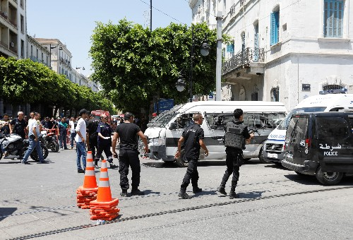 One dead, several wounded in two suicide bomber attacks in Tunisian capital
