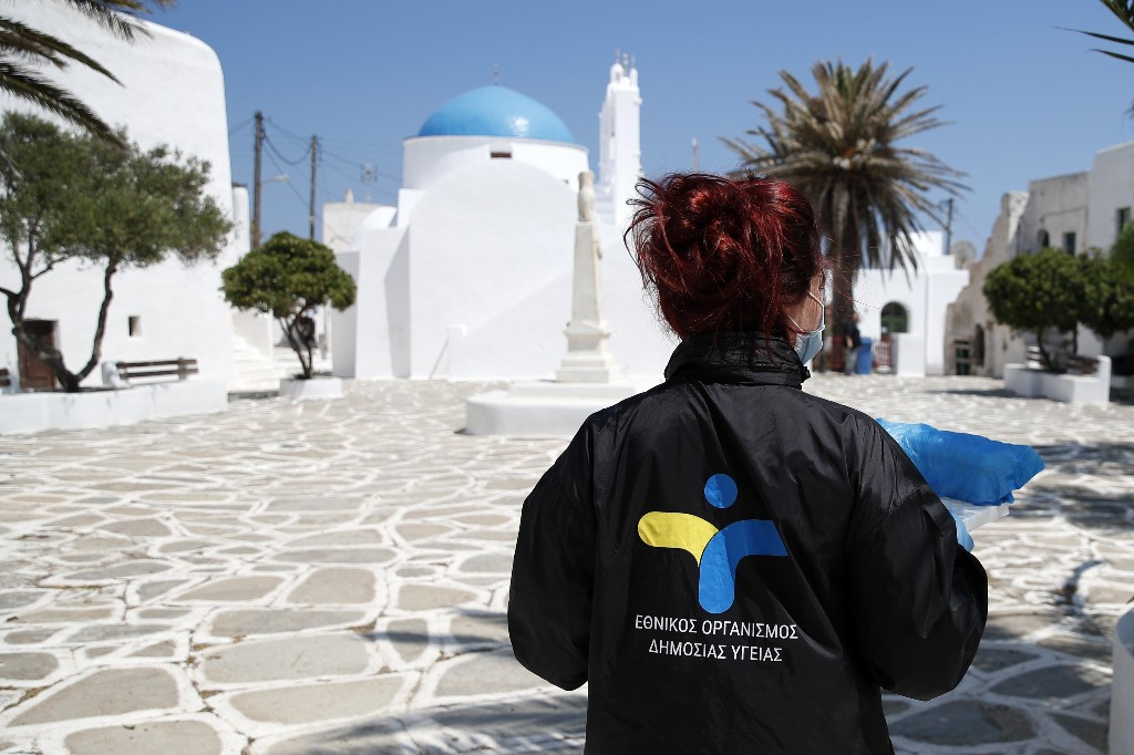 Greece clarifies policy, to allow tourists from all nations