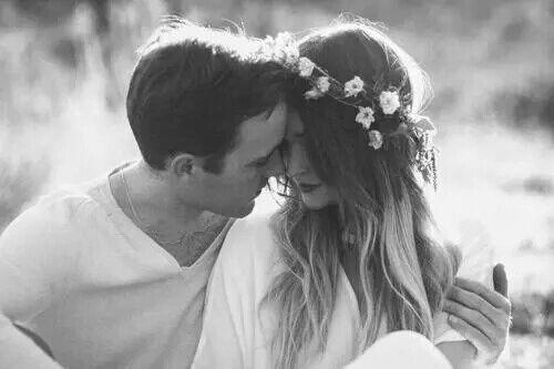 ولأني ٲميرتك عدني أن تُحبني كل شروق .. وكل غروب .. كل نجمة تغازل قمر وكل لحظة شغف .. تحظىء بضوء منك وسأعدك أن أحبك كل ذاكرة عطر.. كل فصل عبق برائحتك وكل نبضة قلب ستكون قبلة تلثم راحة قلبك