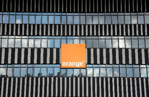 Telecoms group Orange strikes cautious tone as French price war lingers on