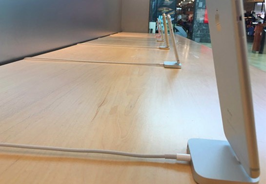 Apple Stores Removing Security Tethers From iPhone Display Models