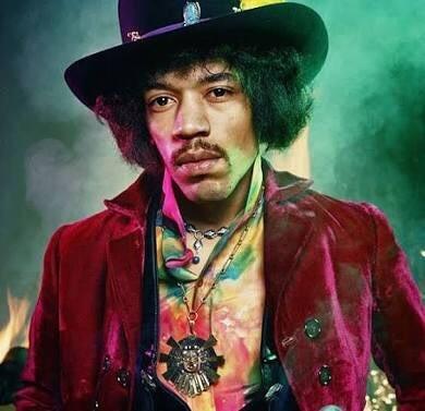 A grandes rasgos, la música rock en la década del 70 comenzó en forma desgraciada con la muerte de Jimi Hendrix y Janis Joplin, dos símbolos de la generación de los 60, que mueren a causa de sobredosis. En lo musical, la experimentación hippie y psicodélica de los 60 dio paso a un género con canciones mucho más pomposas y enrevesadas: el rock sinfónico.