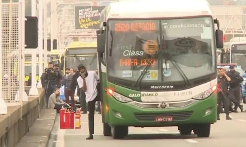 Brazilian police kill man who held bus passengers hostage