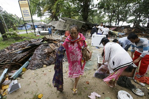 Tsunami hits without warning in Indonesia, killing over 220