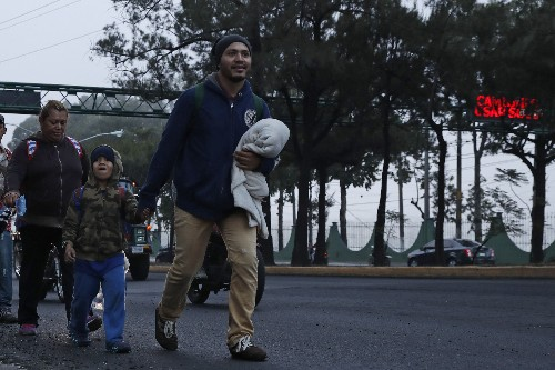 Migrants, troops slowly build up on Guatemala-Mexico border