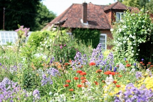 10 Ideas to Steal from English Cottage Gardens
