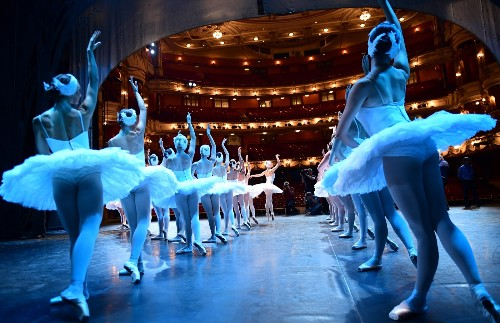 Russian Ballet Company Performs Swan Lake in London: Pictures