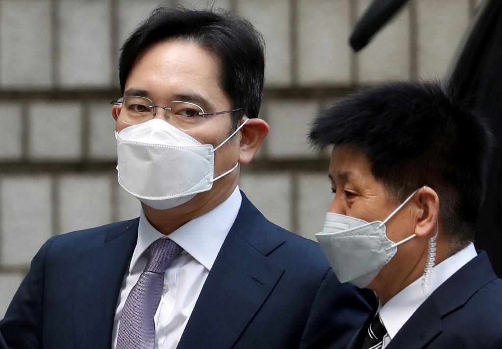 Trial begins in Samsung leader Jay Y. Lee's suspected fraud, stock manipulation case