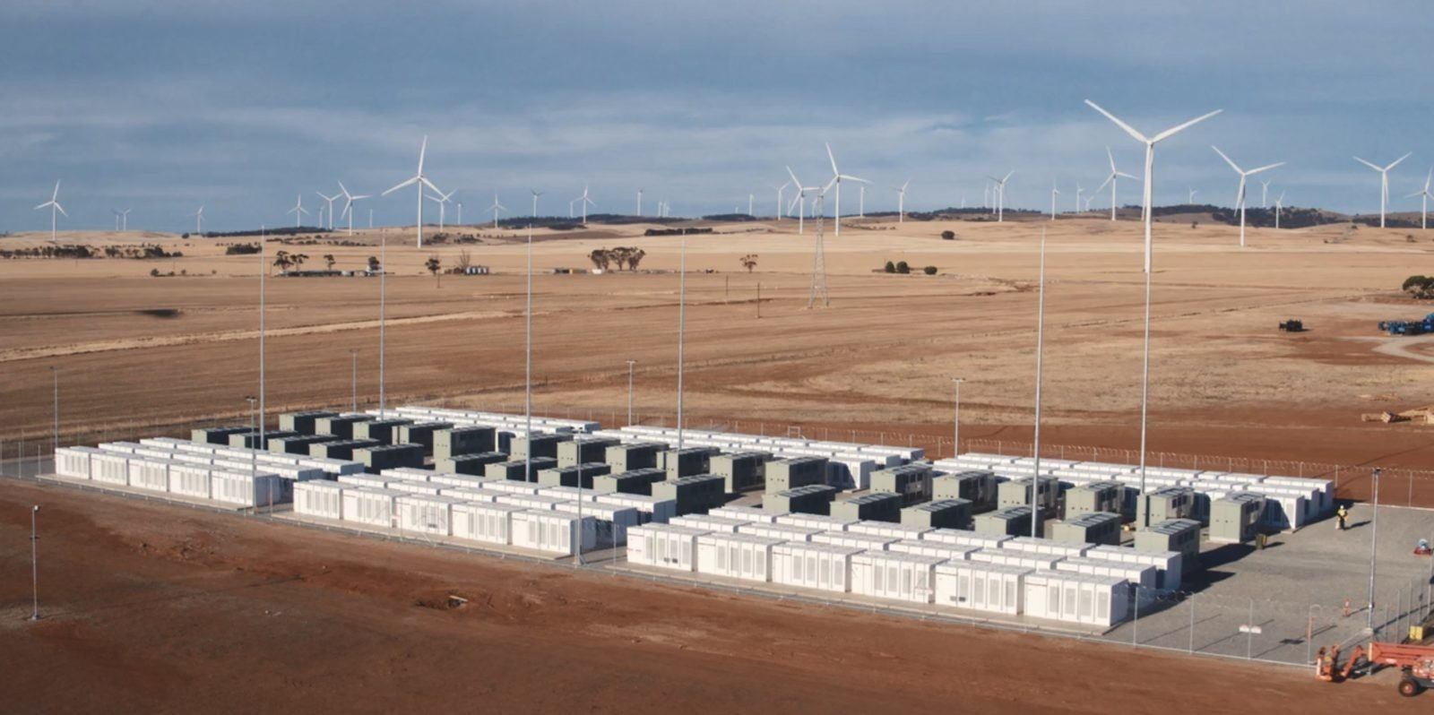 Tesla bids for a new world's largest Powerpack battery system in Colorado