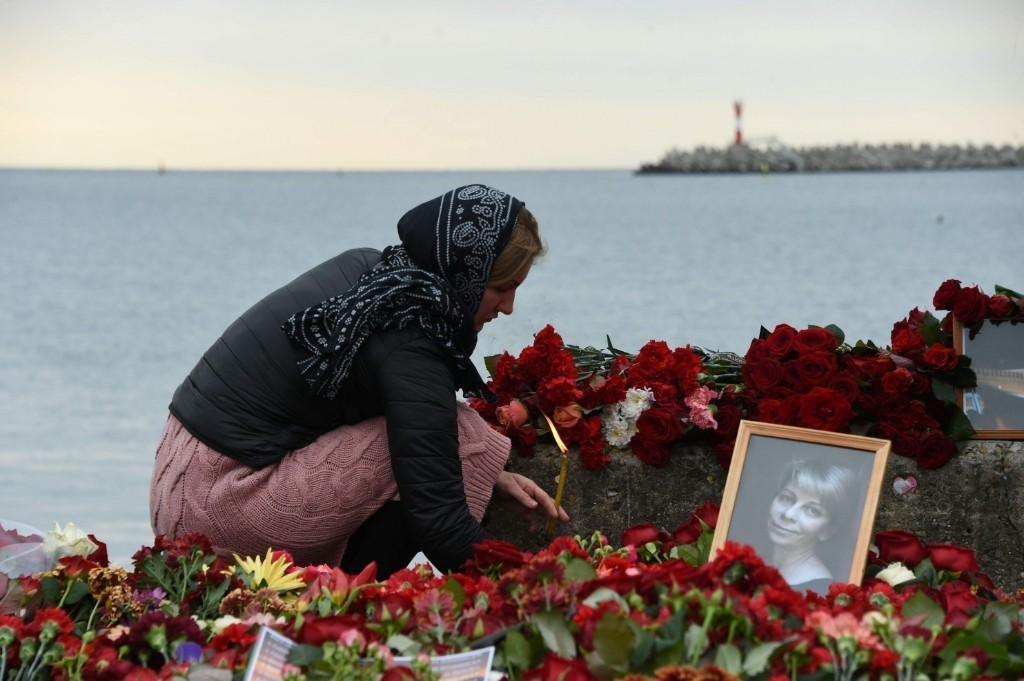 Russian divers retrieve black box from military transport wreckage