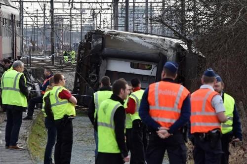 قتيل و20 مصابا في خروج قطار عن القضبان في بلجيكا