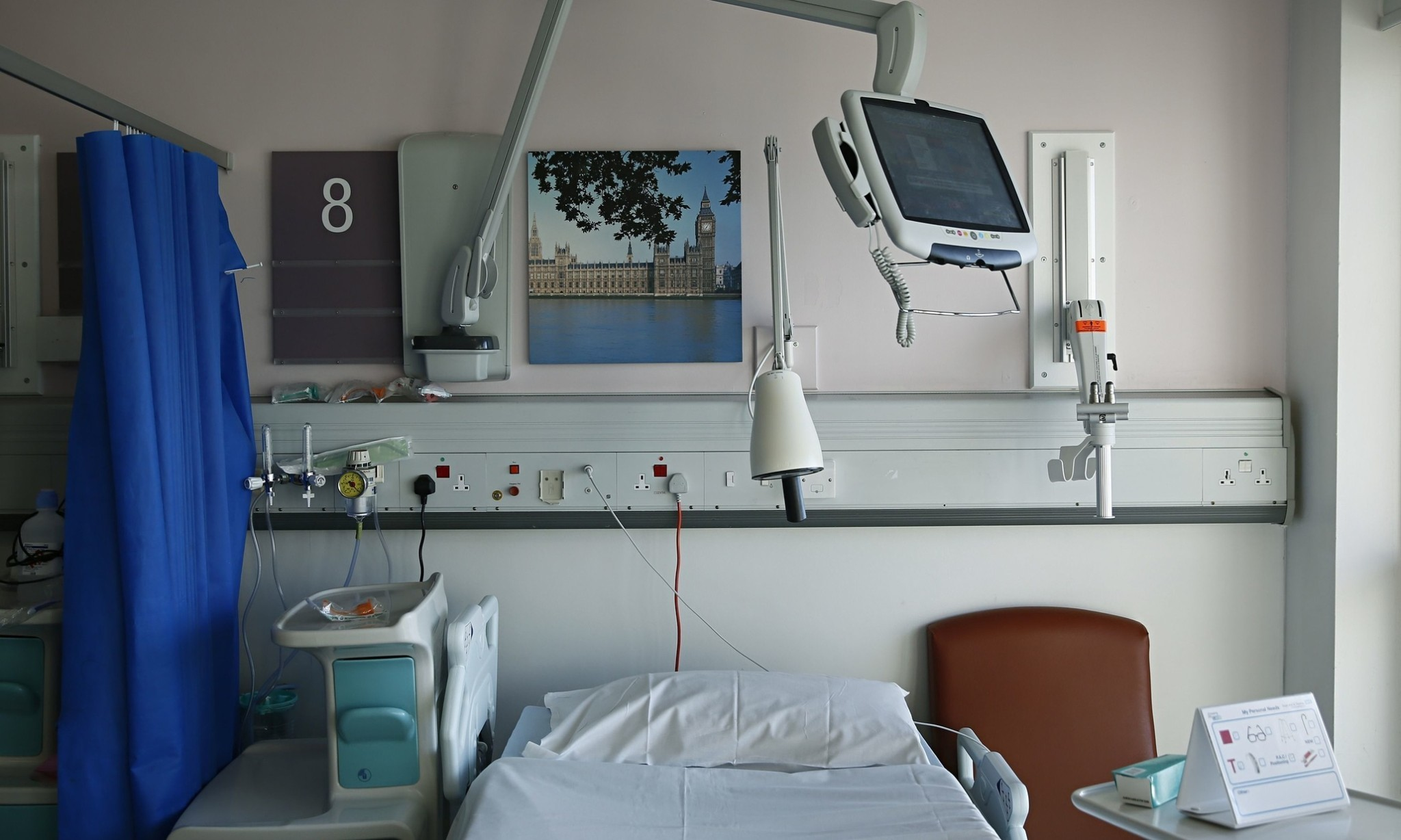 Leading health thinktank condemns 'damaging' Tory NHS reforms