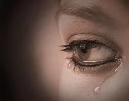 انت نذل واطي وانذل من غيرك خليتني انجذبلك ورحت تركتني اخص ما توقعت هيك اسف اذا في يوم كنت رح حبك
