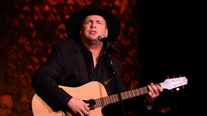 Garth Brooks Stays Number One, Cancels TV Tour