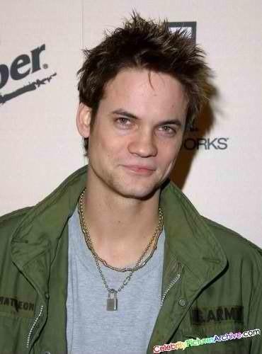 Shannon Bruce Snaith or popularly known as Shane West, was born onJune 10, 1978 in is Baton Rouge,Louisiana, U. S.A, is an American actor,punk rockmusician and songwriter. West is best known for portraying Eli Sammler inOnce and Again, Landon Carter inA Walk to Remember,Darby CrashinWhat We Do Is Secret, andDr. Ray BarnettinER. He is currently portraying the male leading role ofMichaelinThe CWaction drama television seriesNikita. Aside from acting, West has performed with punk rock bandThe Germs.