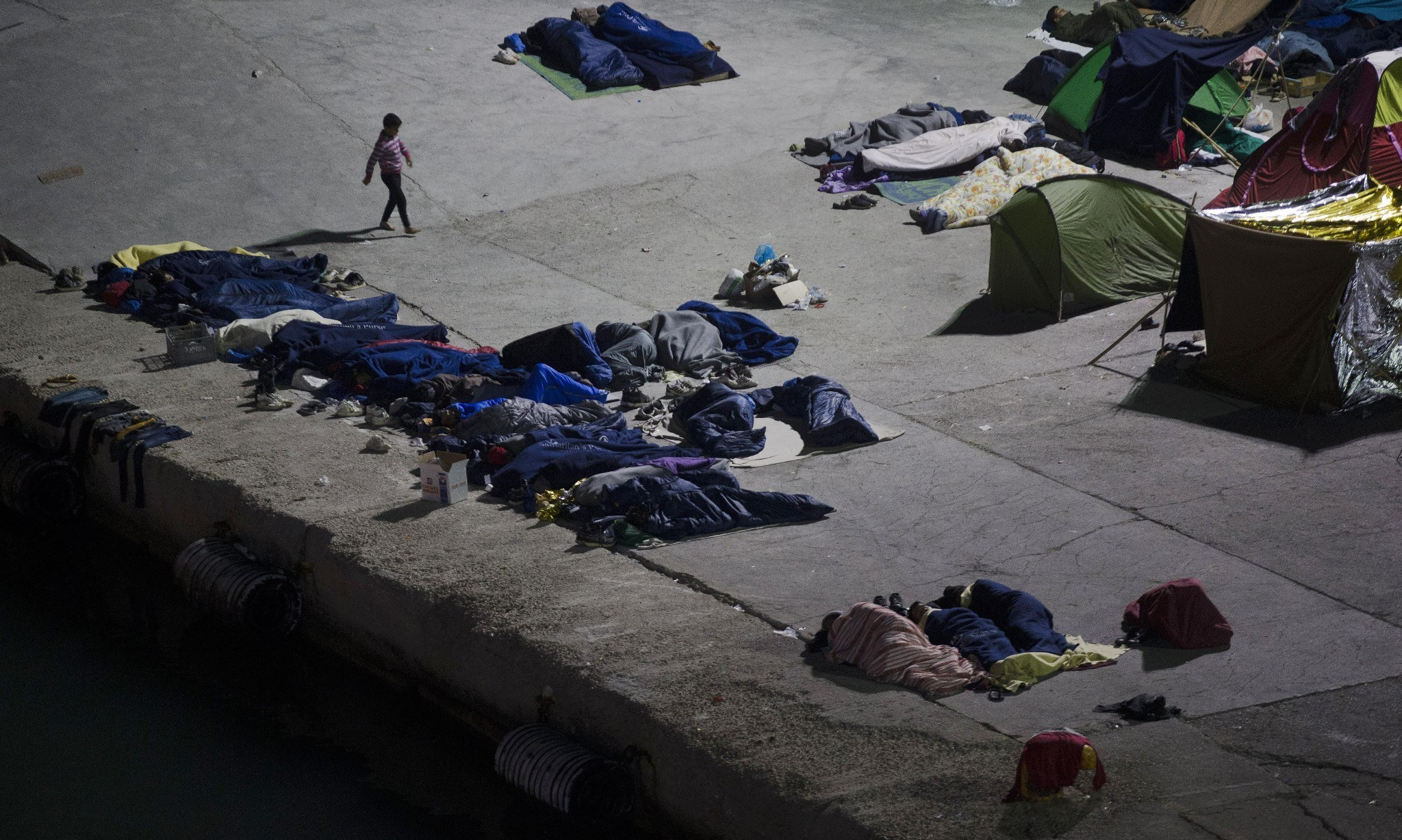 Refugees in Greece warn of suicides over EU-Turkey deal